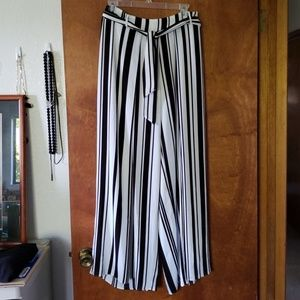 Black and white wide leg pant with slits